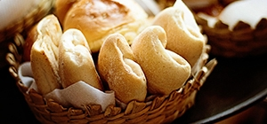 Erros na cozinha que comprometem a dieta - tipo de pão | Holmes Place