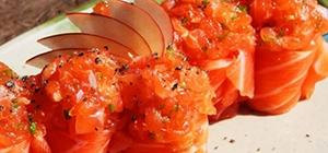gunkan de pepino e salmão
