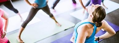 Mulheres a praticarem Yoga | Ciática | Holmes Place