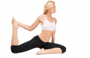 yoga_blond_woman_white_bckg