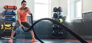 Mulher a praticar treino de força | Holmes Place