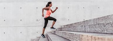 Exercício físico com escadas | Holmes Place