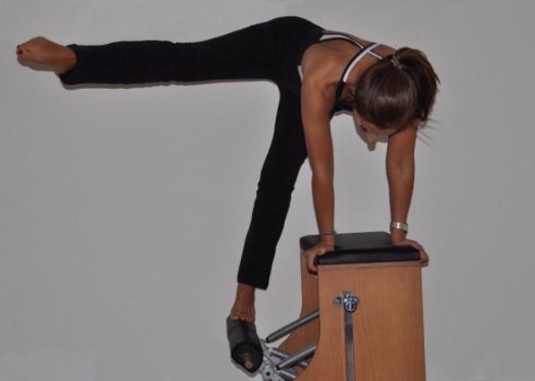 Exercício de Pilates em grande equipamento | Holmes Place