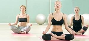 Grupo de mulheres a praticarem yoga | Meditação | Aula | Holmes Place