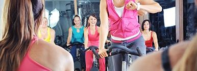 Raparigas a fazerem iCYCLE no ginásio | Holmes Place