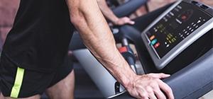 Homem na treadmill | Holmes Place Portugal