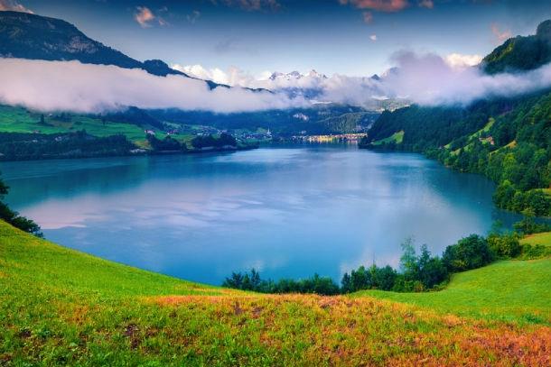 lake lake la