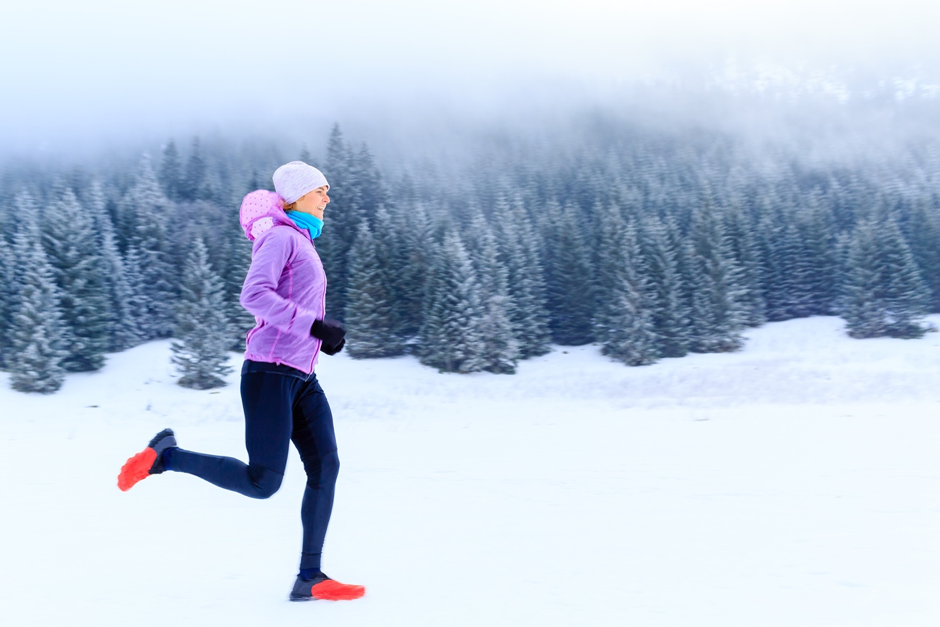 Holmes Place | Woman running outdoor winter