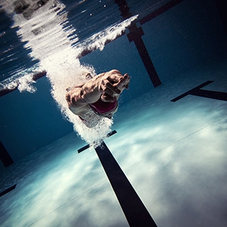 Holmes Place | Man Swimming