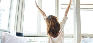Mulher a acordar | Sono e Controlo do peso | Holmes Place
