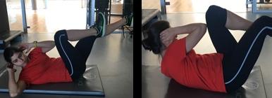 Mulher a fazer abdominal crunch bicicleta | Musculação | Holmes Place