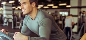 Homem a praticar exercício físico para acelerar o metabolismo | Holmes Place