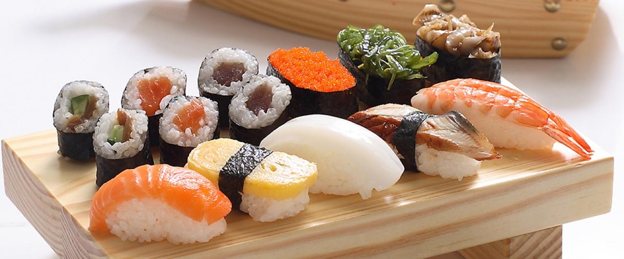 sushi rolls display